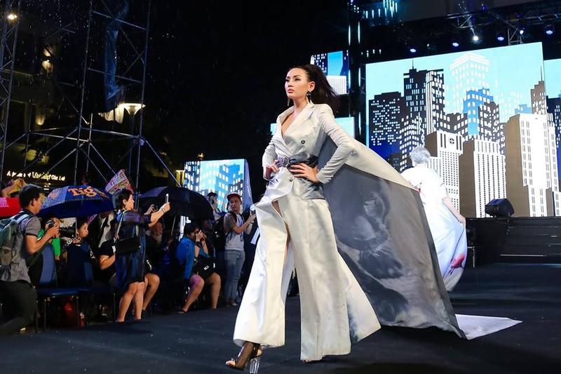 Nghệ sĩ Thành Lộc, Đông Nhi diễn thời trang ở phố đi bộ - ảnh 2