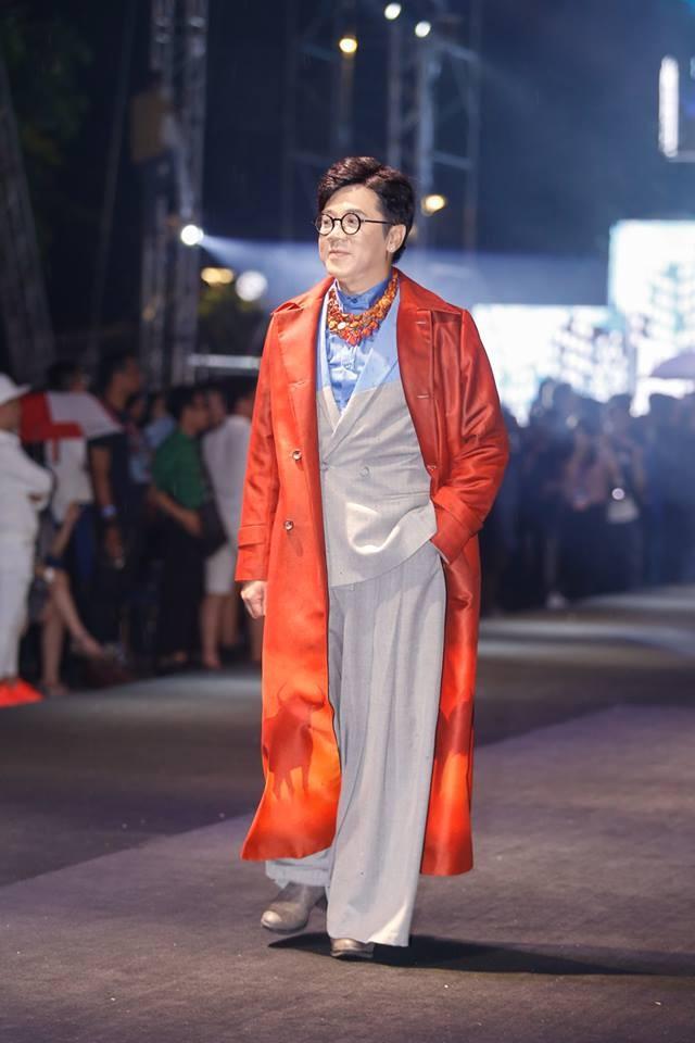 Nghệ sĩ Thành Lộc, Đông Nhi diễn thời trang ở phố đi bộ - ảnh 3