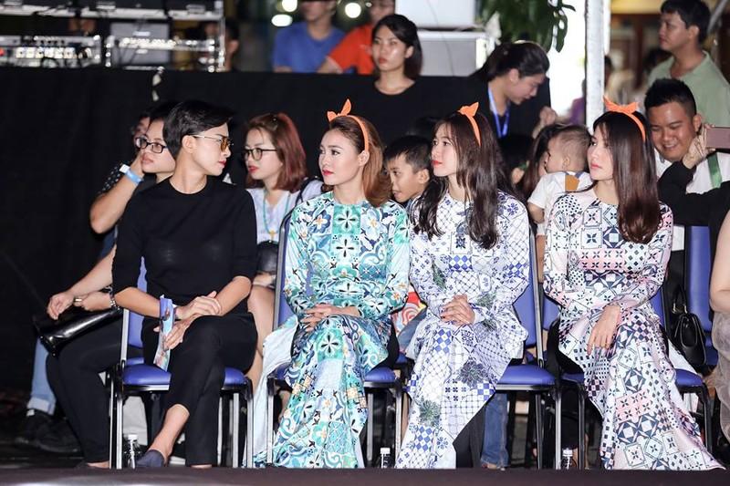 Nghệ sĩ Thành Lộc, Đông Nhi diễn thời trang ở phố đi bộ - ảnh 9