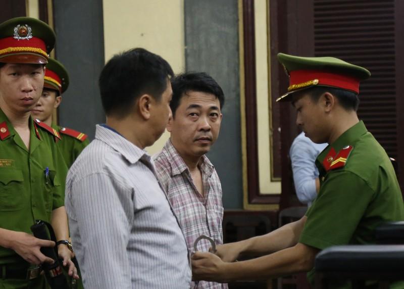 Nguyễn Minh Hùng từ thẫn thờ đến khóc ngất tại tòa - ảnh 1