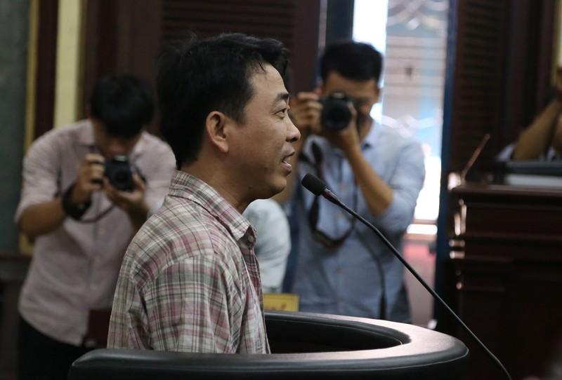 Nguyễn Minh Hùng từ thẫn thờ đến khóc ngất tại tòa - ảnh 2