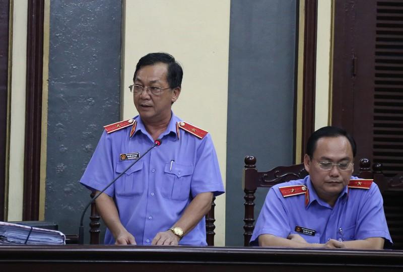Nguyễn Minh Hùng từ thẫn thờ đến khóc ngất tại tòa - ảnh 4
