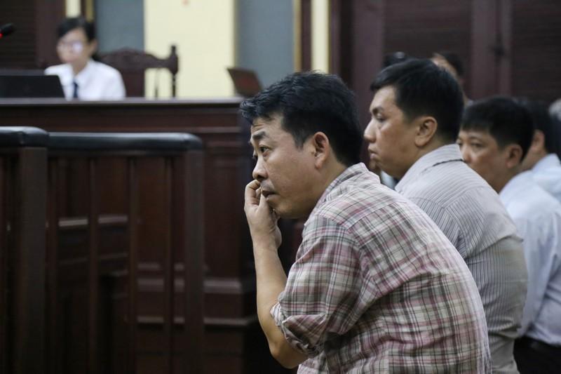 Nguyễn Minh Hùng từ thẫn thờ đến khóc ngất tại tòa - ảnh 5