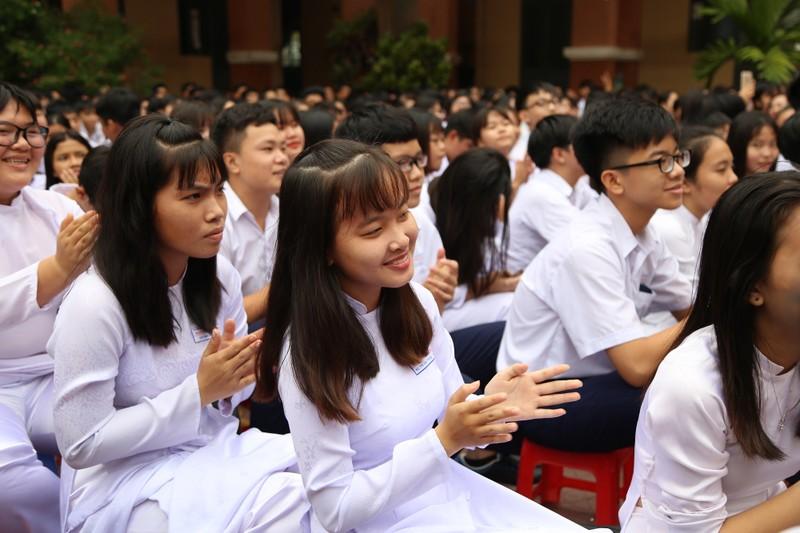 Học sinh đóng cọc dựng lại chiến thắng Bạch Đằng - ảnh 5