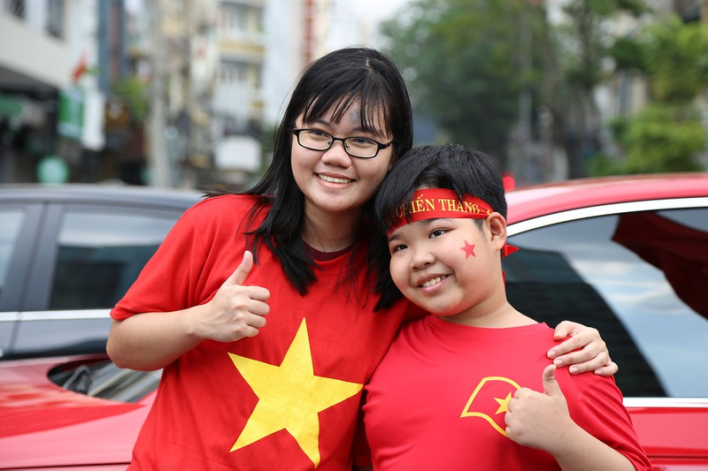 TP.HCM ngập tràn sắc đỏ, cổ vũ U-23 Việt Nam - ảnh 13