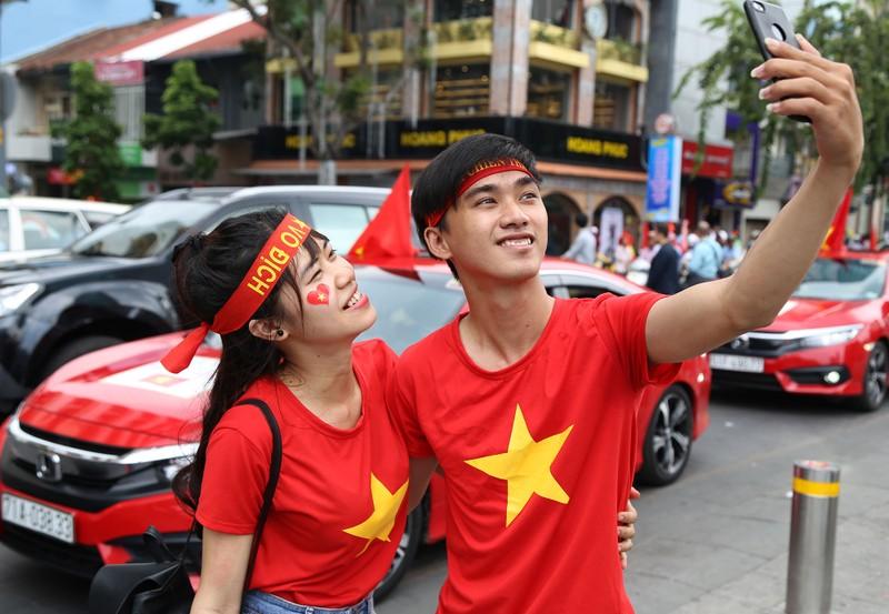 TP.HCM ngập tràn sắc đỏ, cổ vũ U-23 Việt Nam - ảnh 14