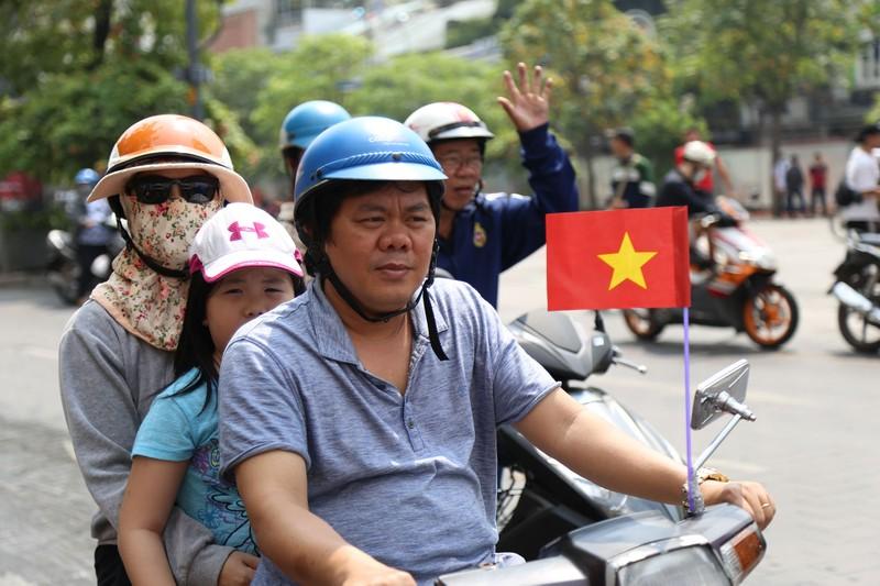 TP.HCM ngập tràn sắc đỏ, cổ vũ U-23 Việt Nam - ảnh 3