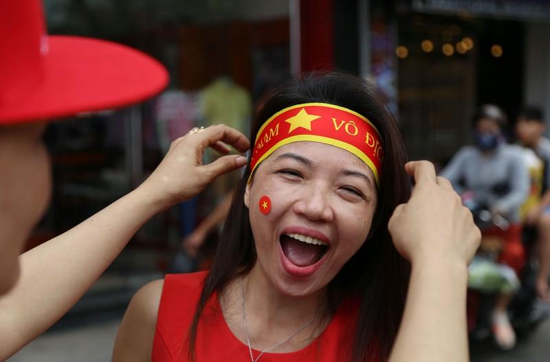 TP.HCM ngập tràn sắc đỏ, cổ vũ U-23 Việt Nam - ảnh 4