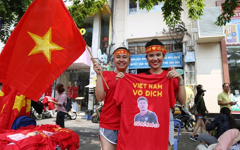 TP.HCM ngập tràn sắc đỏ, cổ vũ U-23 Việt Nam - ảnh 7