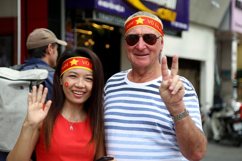 TP.HCM ngập tràn sắc đỏ, cổ vũ U-23 Việt Nam - ảnh 8