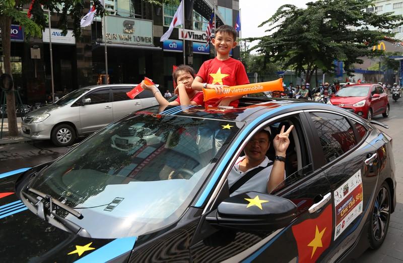 TP.HCM ngập tràn sắc đỏ, cổ vũ U-23 Việt Nam - ảnh 9