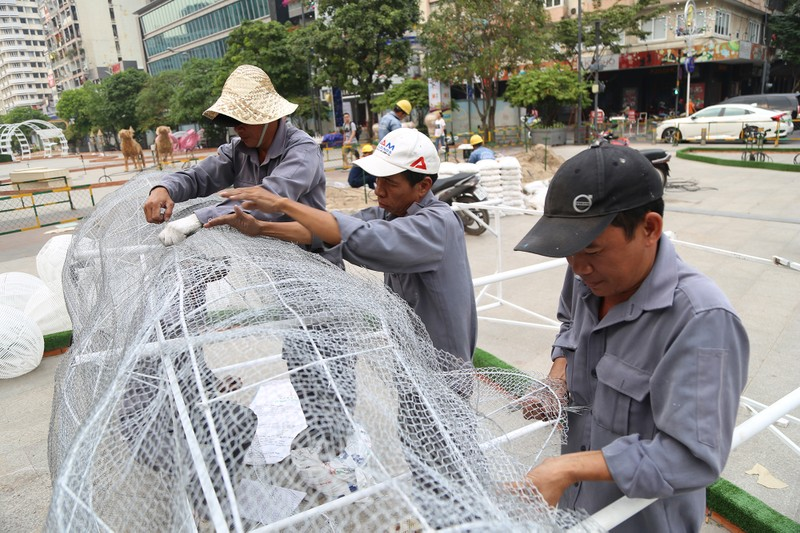Cận cảnh đường hoa Nguyễn Huệ trước ngày khai mạc - ảnh 13