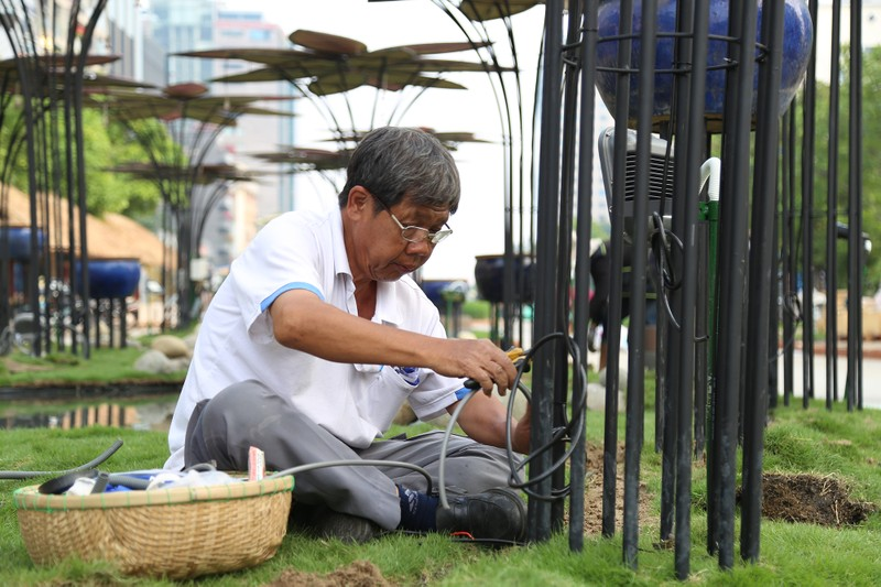 Cận cảnh đường hoa Nguyễn Huệ trước ngày khai mạc - ảnh 9