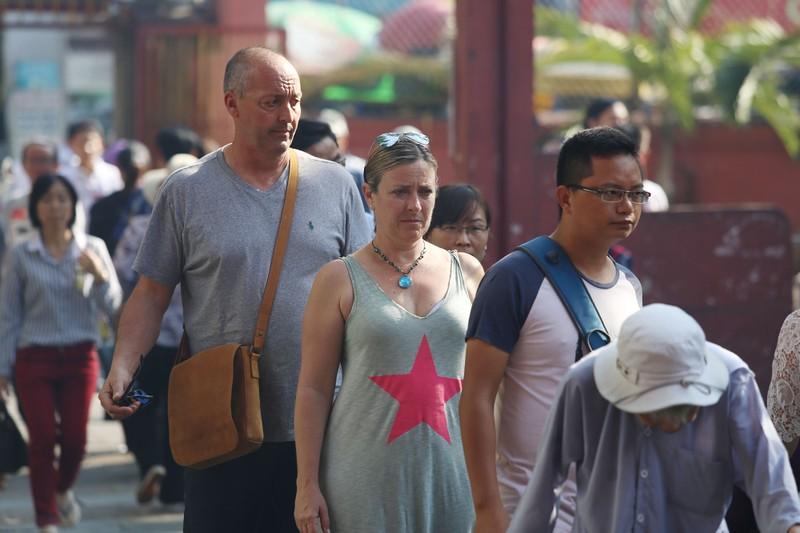 Dân Sài Gòn xếp hàng gõ chuông chùa rằm tháng Giêng - ảnh 16