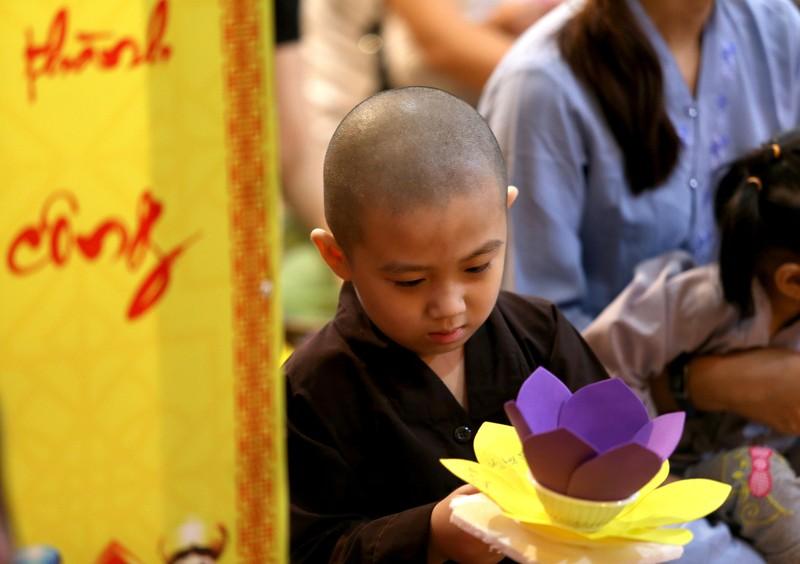 Hoa đăng rực sáng sông Sài Gòn đêm rằm tháng Giêng - ảnh 2