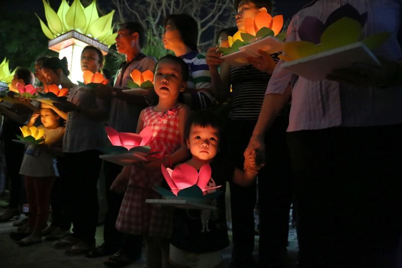 Hoa đăng rực sáng sông Sài Gòn đêm rằm tháng Giêng - ảnh 5