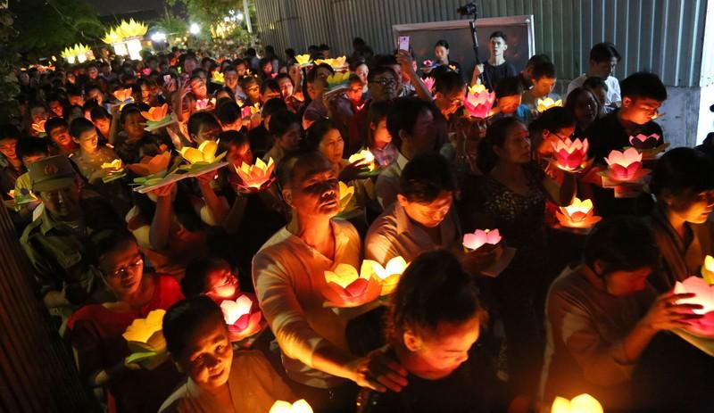 Hoa đăng rực sáng sông Sài Gòn đêm rằm tháng Giêng - ảnh 6
