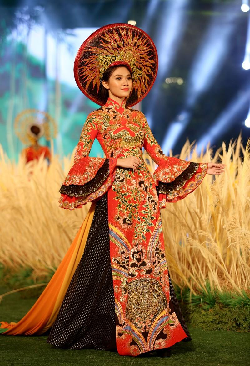 'Hồn Việt' hội tụ trong tà áo dài của NTK Tuấn Hải - ảnh 10