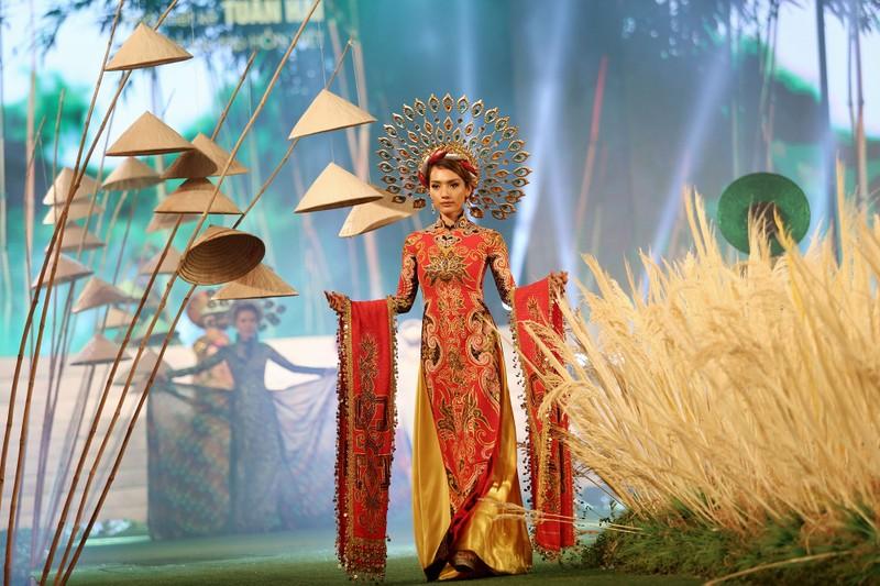 'Hồn Việt' hội tụ trong tà áo dài của NTK Tuấn Hải - ảnh 3