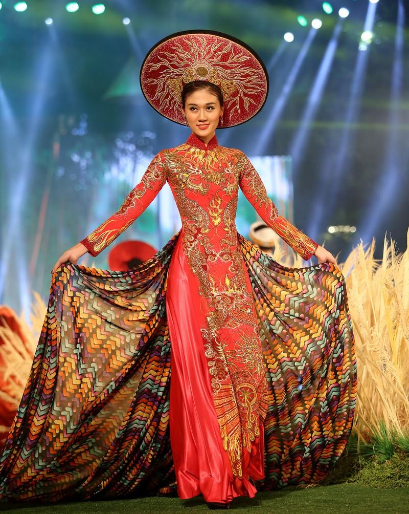 'Hồn Việt' hội tụ trong tà áo dài của NTK Tuấn Hải - ảnh 8