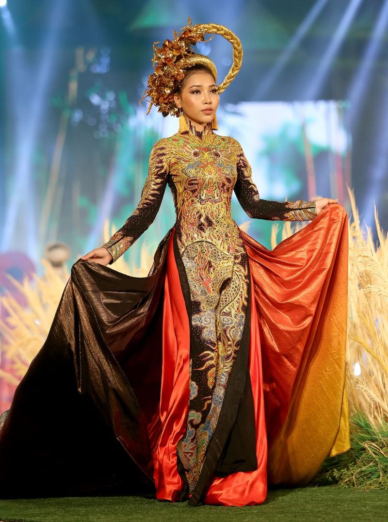 'Hồn Việt' hội tụ trong tà áo dài của NTK Tuấn Hải - ảnh 9