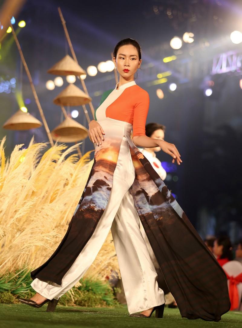 Cả thế giới hiện lên qua áo dài của Đỗ Trịnh Hoài Nam - ảnh 11