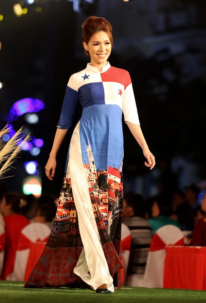 Cả thế giới hiện lên qua áo dài của Đỗ Trịnh Hoài Nam - ảnh 5