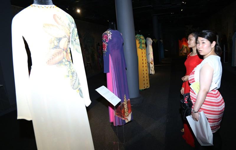 Ngắm áo dài của các nữ lãnh đạo Việt Nam - ảnh 5