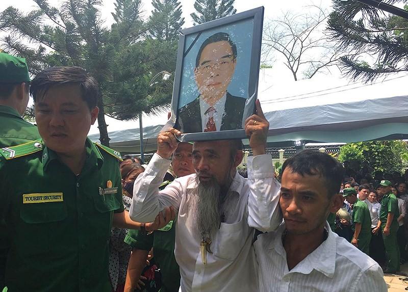 Hình ảnh xúc động trong lễ tang cố TT Phan Văn Khải - ảnh 19