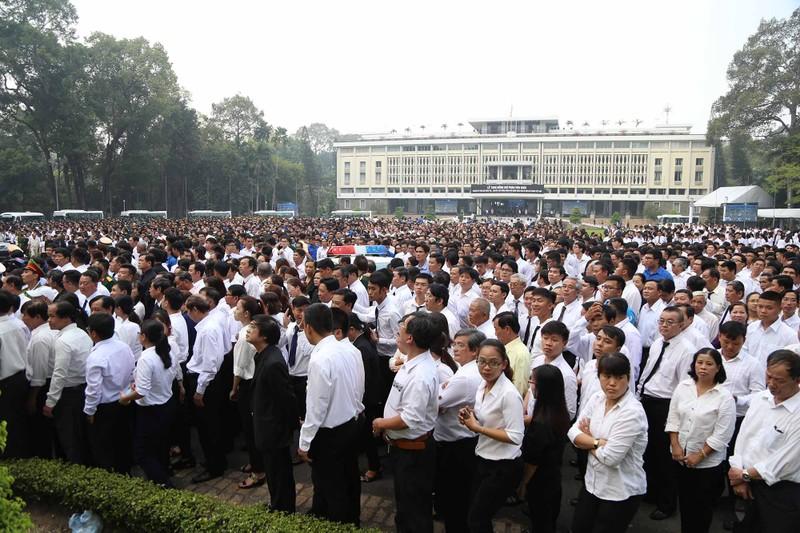 Hình ảnh xúc động trong lễ tang cố TT Phan Văn Khải - ảnh 10