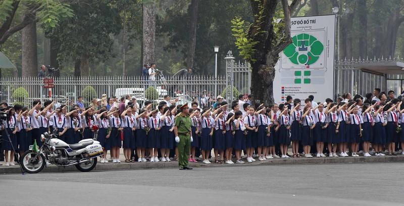 Hình ảnh xúc động trong lễ tang cố TT Phan Văn Khải - ảnh 11