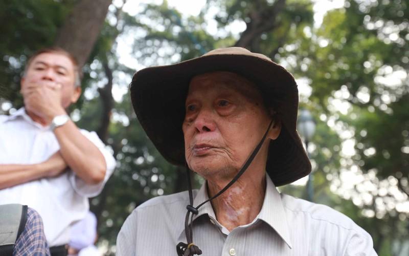 Hình ảnh xúc động trong lễ tang cố TT Phan Văn Khải - ảnh 13