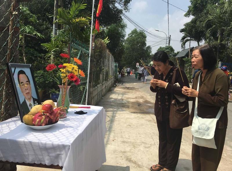 Hình ảnh xúc động trong lễ tang cố TT Phan Văn Khải - ảnh 15