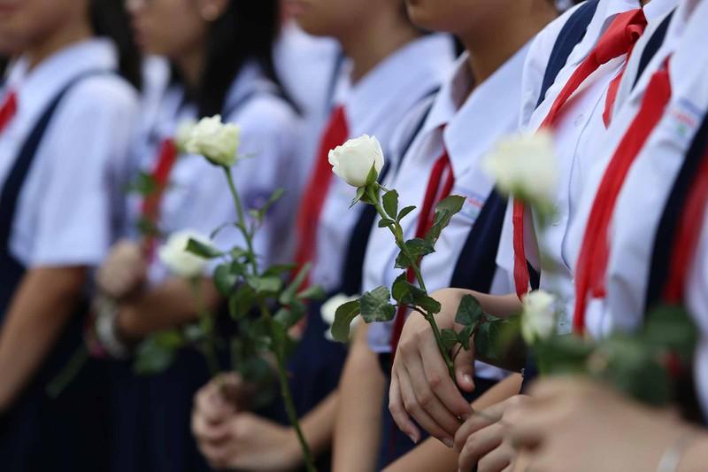 Hình ảnh xúc động trong lễ tang cố TT Phan Văn Khải - ảnh 3