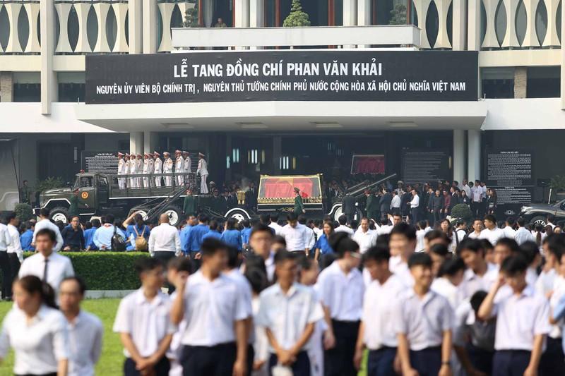 Hình ảnh xúc động trong lễ tang cố TT Phan Văn Khải - ảnh 7
