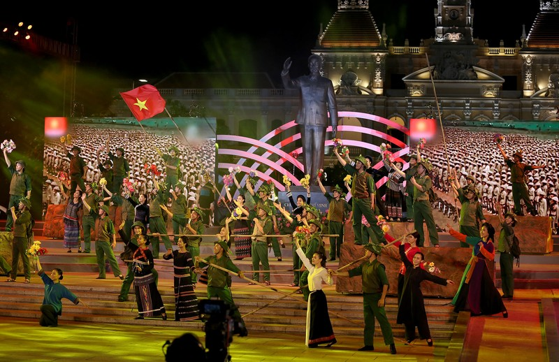 Ấn tượng chương trình kỷ niệm 43 năm thống nhất đất nước - ảnh 4
