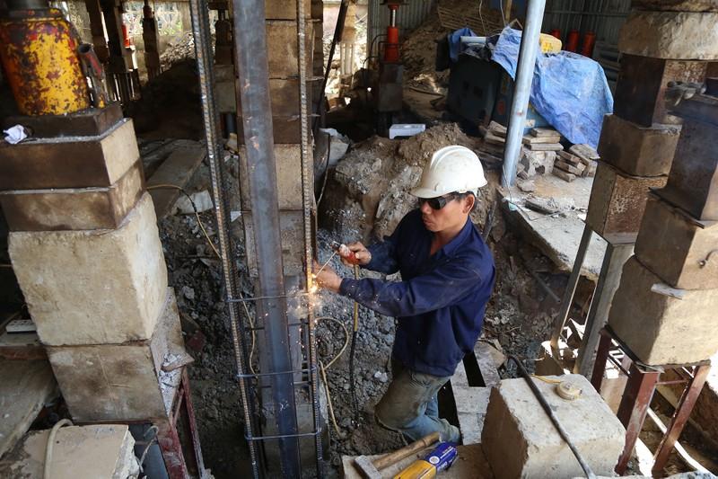 'Thần đèn' nâng nhà thờ nặng hơn 5.500 tấn lên 2 m - ảnh 8