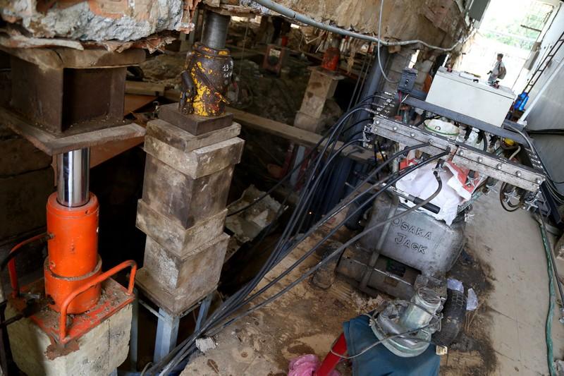 'Thần đèn' nâng nhà thờ nặng hơn 5.500 tấn lên 2 m - ảnh 3