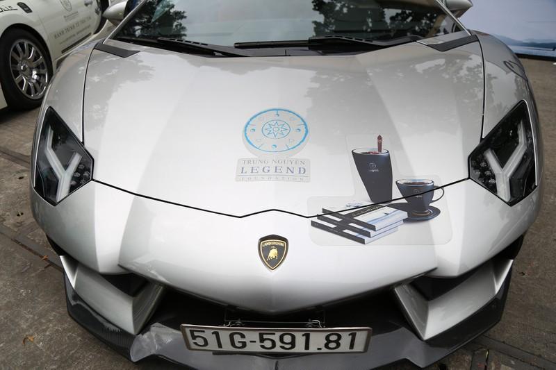 Dàn siêu xe trăm tỉ của ông chủ Trung Nguyên đổ bộ TP.HCM  - ảnh 4