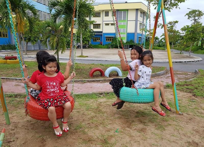 Cận cảnh sân chơi từ rác tái chế cho trẻ em ngoại thành - ảnh 6