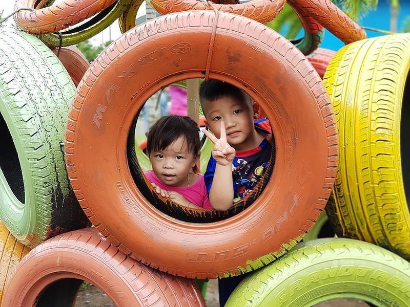 Cận cảnh sân chơi từ rác tái chế cho trẻ em ngoại thành - ảnh 7