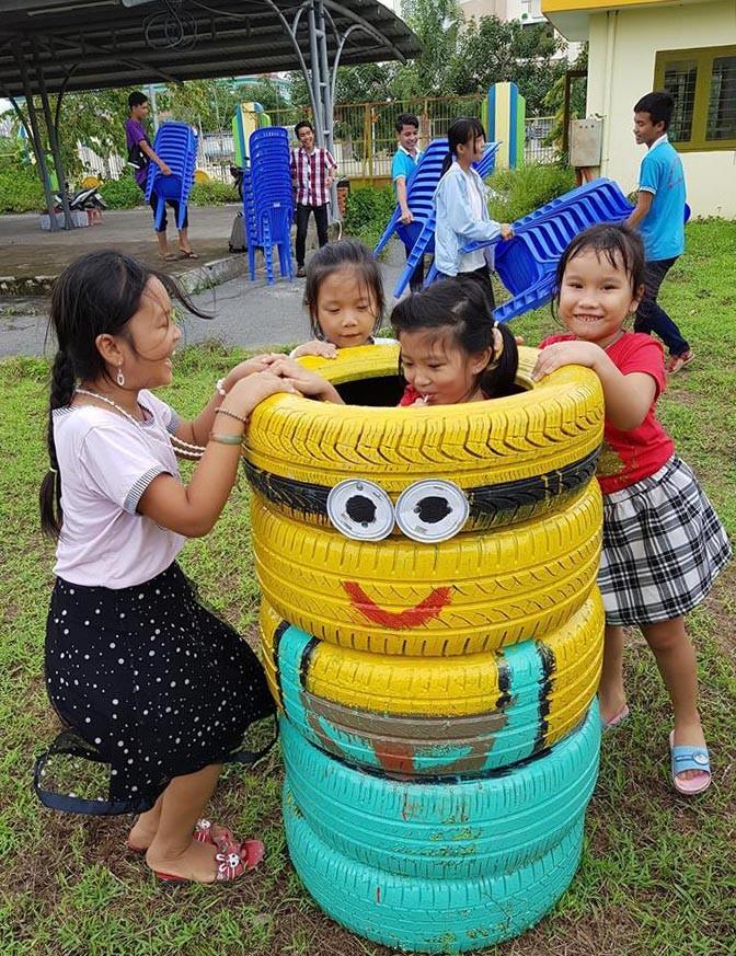 Cận cảnh sân chơi từ rác tái chế cho trẻ em ngoại thành - ảnh 9
