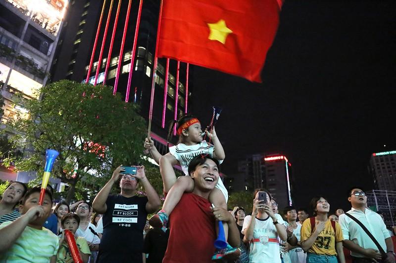 Cổ động viên thót tim xem Olympic Việt Nam làm nên lịch sử - ảnh 16