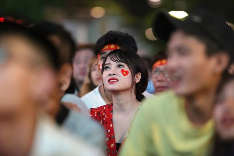 Cổ động viên thót tim xem Olympic Việt Nam làm nên lịch sử - ảnh 5