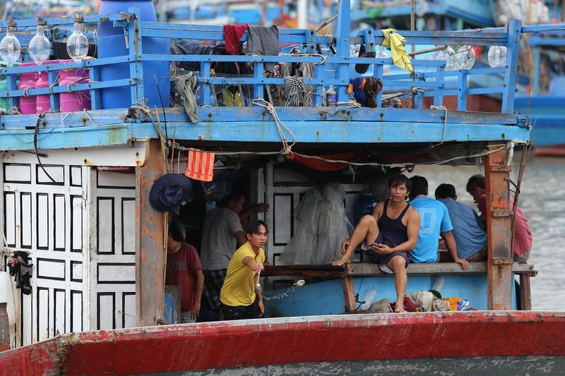 Nhịp sống hối hả ở biển Vũng Tàu trước giờ bão số 9 đổ bộ - ảnh 11