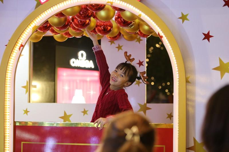Người Sài Gòn rộn rã xuống phố đón Noel sớm - ảnh 11