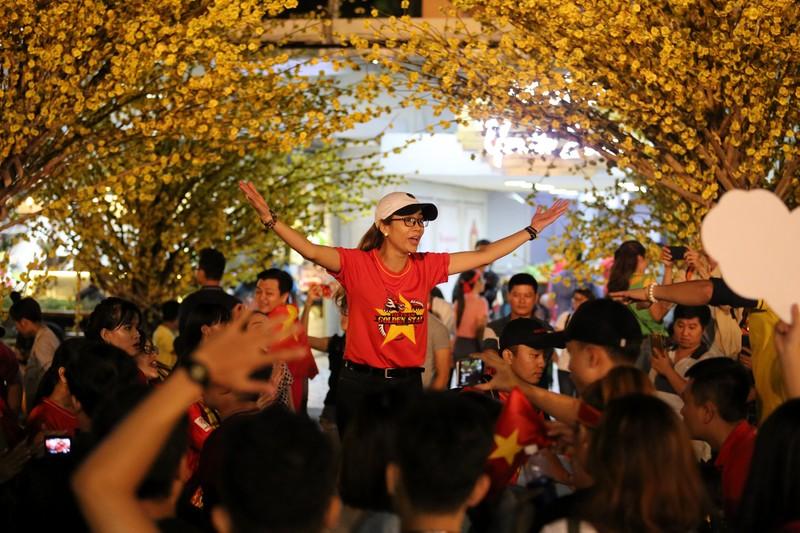 CĐV rơi nước mắt tiếc nuối tuyển Việt Nam rời Asian Cup - ảnh 14