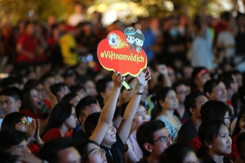 CĐV rơi nước mắt tiếc nuối tuyển Việt Nam rời Asian Cup - ảnh 4