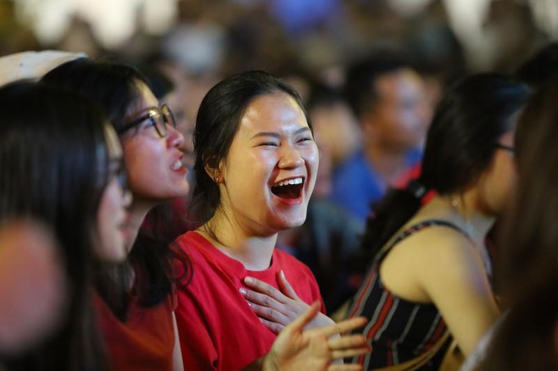 CĐV rơi nước mắt tiếc nuối tuyển Việt Nam rời Asian Cup - ảnh 2