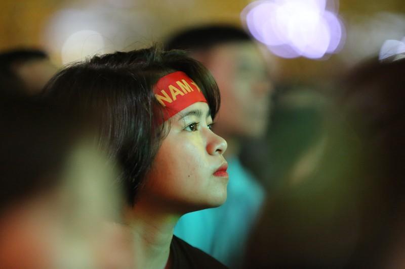 CĐV rơi nước mắt tiếc nuối tuyển Việt Nam rời Asian Cup - ảnh 5